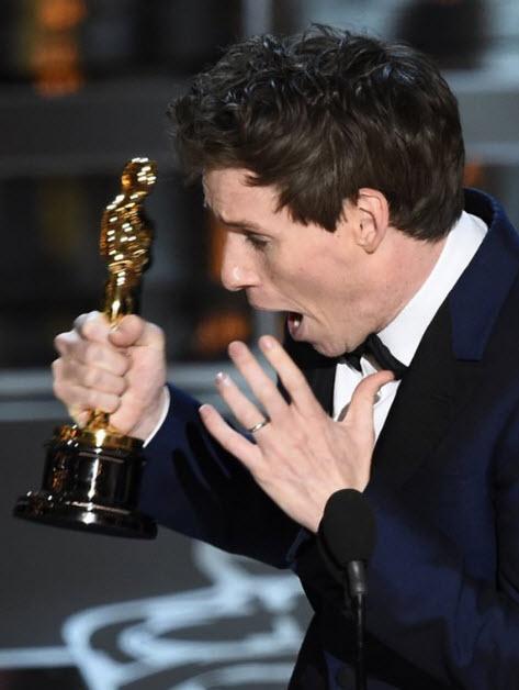 Eddie Redmayne wins Best Actor