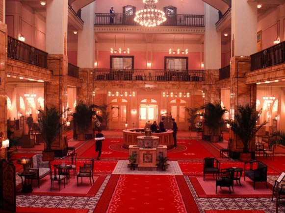item4.rendition.slideshowVertical.grand-budapest-hotel-set-05-lobby-german-jugendstil-decor