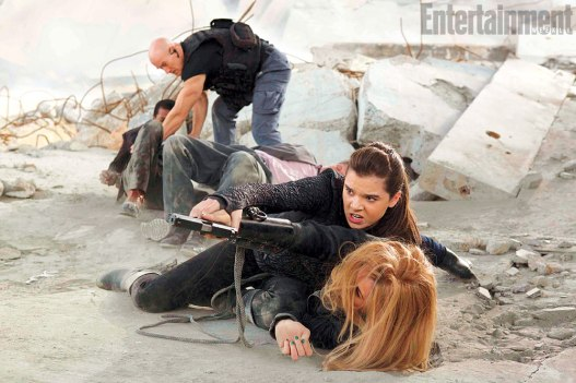 Barely Lethal Hailee Steinfeld and Jessica Alba (on ground)