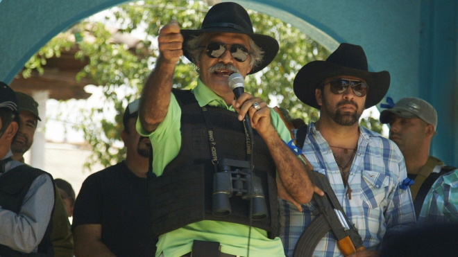 3-Dr.-Jose-Mireles-center-in-CARTEL-LAND-a-film-by-Matthew-Heineman