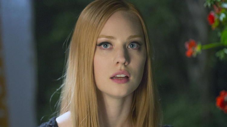 true-blood-s3-still-deborah-ann-woll-14505621-1620-2400-105393